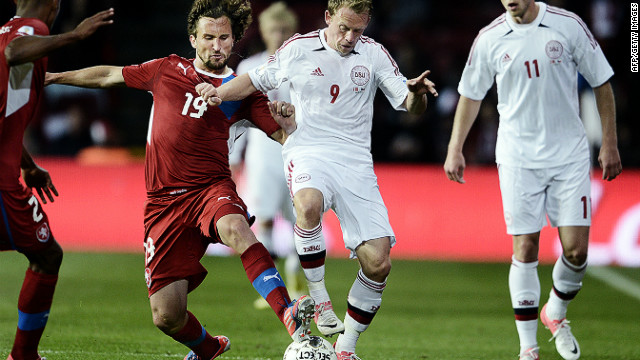 Michael Krohn-Dehli (center) fights for the ball with Czech midfielder Petr Jiracek