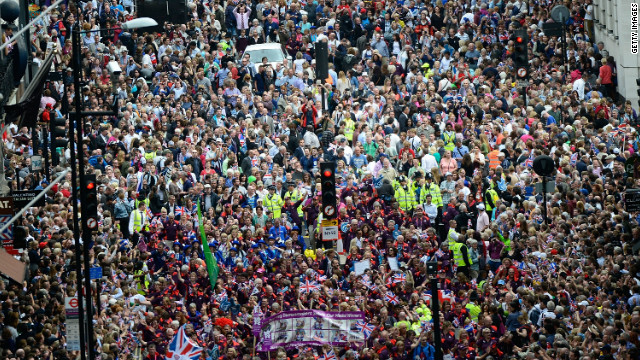 Thousands of spectators filled out Fleet Street, London as the Victory Parade passed through.
