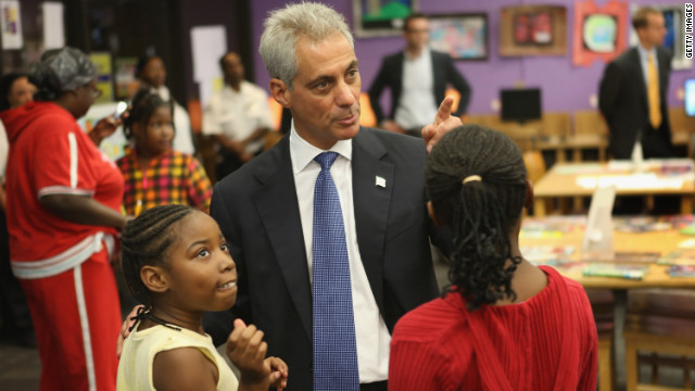 Mayor Rahm Emanuel visits Chicago students Monday at Woodson Regional Library, a 