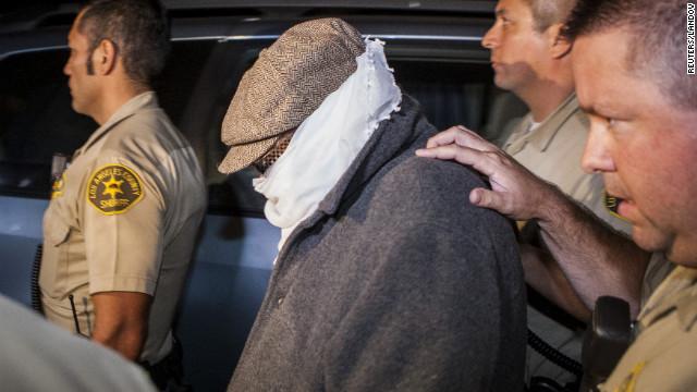 La policía interroga a Nakoula Basseley Nakoula, presunto autor del filme antiislámico