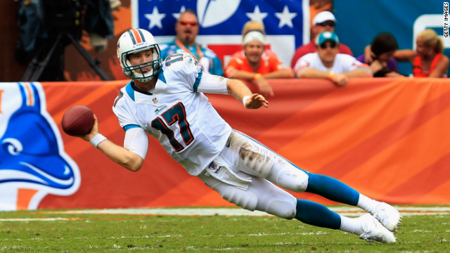 Miami Dolphins quarterback Ryan Tannehill throws the ball Sunday against the Oakland Raiders.