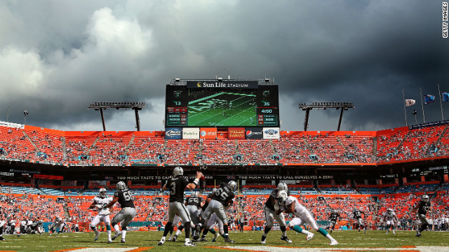 Carson Palmer of the Oakland Raiders passes during Sunday's game against the Miami Dolphins.