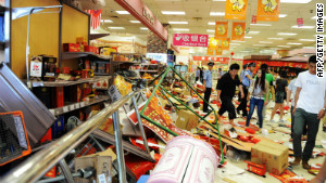 Security guards try to remove a group of Chinese protesters who ransacked Japan\'s JUSCO departmental store, in Qingdao.