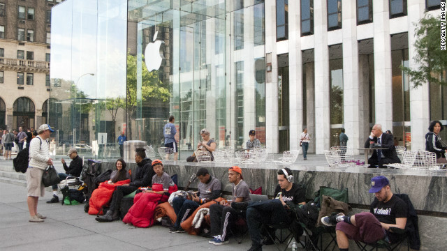 Customers line up Monday outside Apple's flagship store on 5th Avenue in New York City -- four days before the iPhone 5 goes on sale.