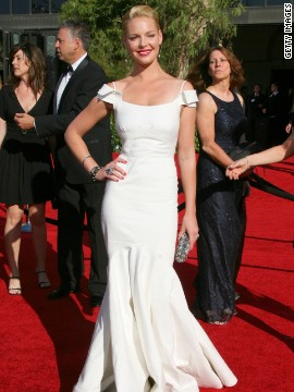 Katherine Heigl looked stunning in the white Zac Posen gown she wore in 2007.