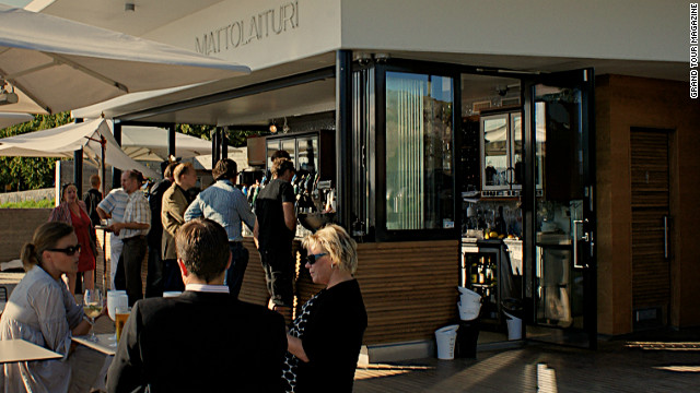 This <a href='http://www.mattolaituri.com/' target='_blank'>cafe</a> has become one of the most popular spots along the seafront for a coffee break and for drinks on warm summer evenings. It opened last year and embodies the innovative attitude of the new city planning department.