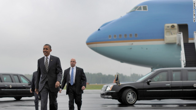 Air Force One aborts landing, second try successful