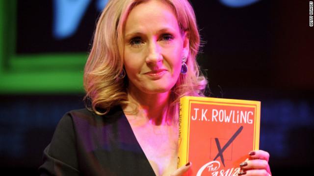 J.K. Rowling revela que publicó una novela bajo otro nombre y sus ventas se disparan