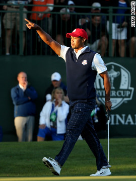 Tiger Woods makes birdie on the 16th hole in Friday's afternoon matches.