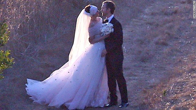 Weekend weddings for Anne Hathaway, Stanley Tucci and Jared Followill