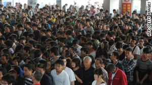 Traveling during the holidays on the train proved to be no easy task at Hefei.