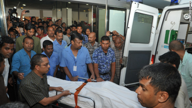 The body of Afrasheem Ali is taken to the cemetery from ADK hospital in Male on October 2, 2012.