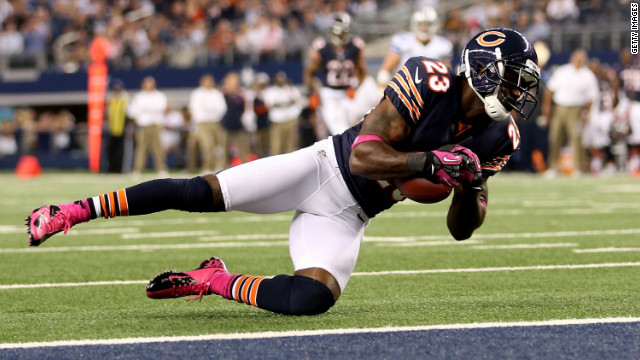 Devin Hester of the Chicago Bears catches a 34-yard touchdown pass on Monday.