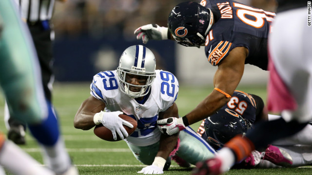 The Cowboys' DeMarco Murray reaches for extra yardage against the Bears on Monday.