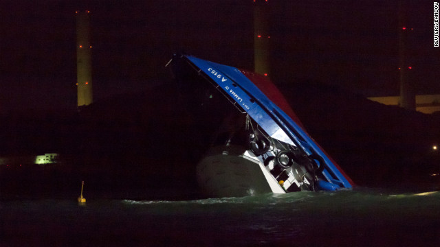 25 personas mueren en un accidente de ferry en Hong Kong