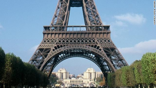 La Torre Eiffel cierra por una huelga de sus trabajadores