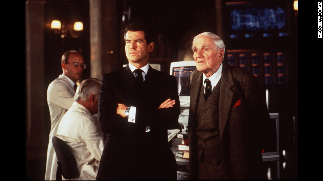  Pierce Brosnan and Desmond Llewelyn, as Q, on the set of &quot;The World Is Not Enough.&quot;