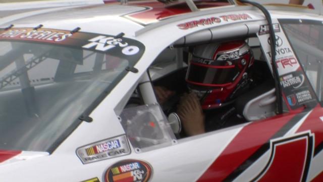 El piloto hispano Sergio Peña sueña con triunfar en NASCAR
