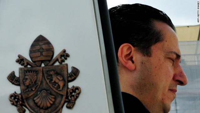 Condenan al ex mayordomo del Papa a 18 meses de prisión