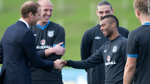 William spoke with England defender Ashley Cole, who last week publicly criticized the FA via twitter. Cole, who plays for Chelsea, apologized to FA chairman David Bernstein personally and could play for the national team this weekend.