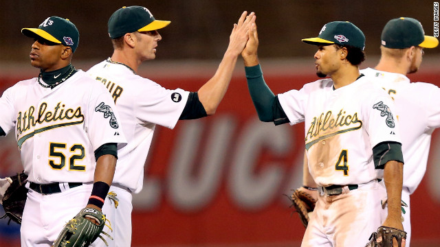 A's, Giants win to stay alive in MLB playoffs
