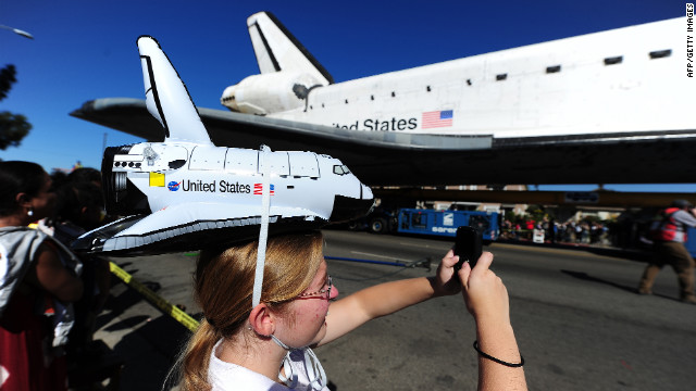 Doreen Andreotti photographs the space shuttle Sunday as it nears the end of its journey.