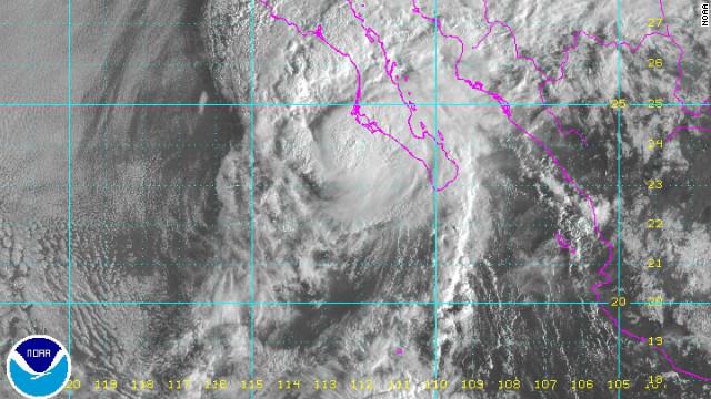 """Cuatro municipios de Baja California Sur, en emergencia por paso de """"Paul"""""""