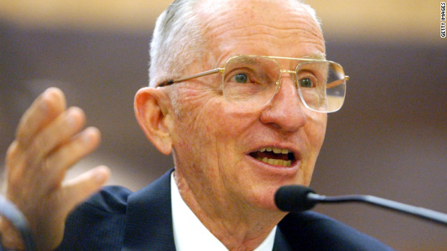 Citing bad economy, Ross Perot backs Romney