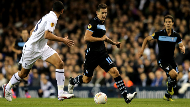 Lazio's Miroslav Klose was unable to break the deadlock at White Hart Lane as the teams finished goalless.