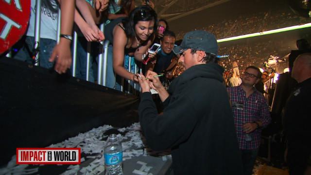 Enrique Iglesias lucha contra el cáncer en sus conciertos
