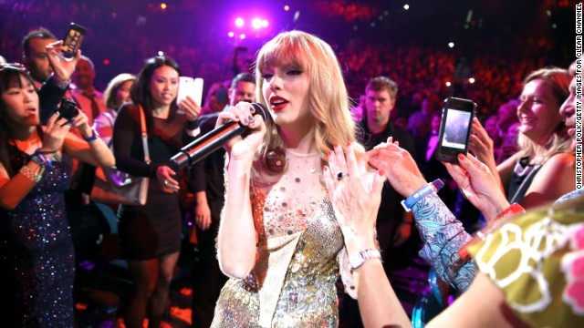 Taylor Swift scores biggest sales week in a decade