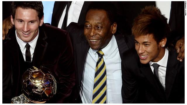 """Pelé cumple 72 años, con una """"Pulga"""" en la cabeza"""