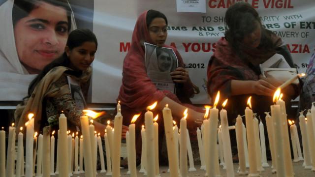 Los padres de la activista Malala se reúnen con su hija en Reino Unido