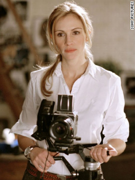 "In 2004's ""Closer,"" which earned Natalie Portman and Clive Owen Oscar nominations, Roberts plays Anna, a two-timing photographer."