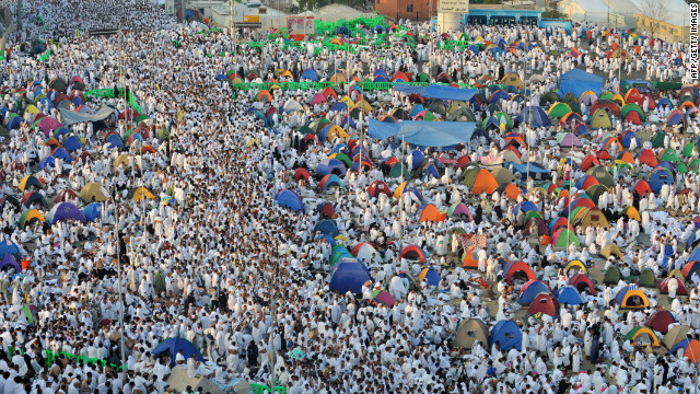 Crowds of Muslim pilgrims dressed in white flocked to Mount Arafat in the west of Saudi Arabia to take part in the main rituals of the annual Hajj on Thursday morning.