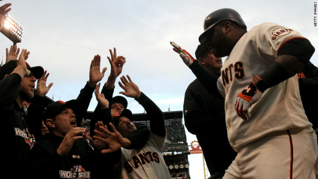 Giants' Sandoval ties World Series record with three home runs in game