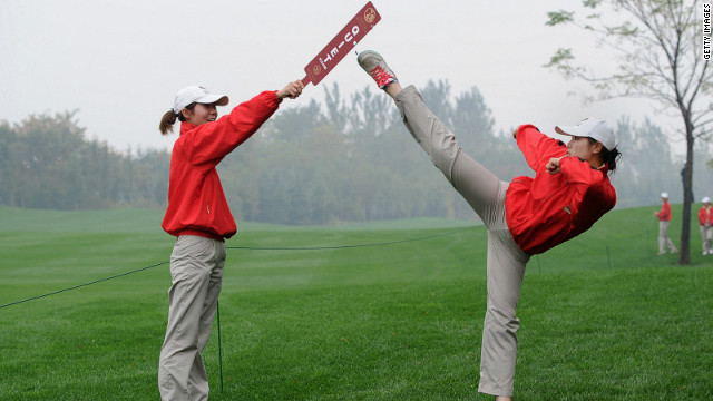 A course marshall practices kung fu as she awaits the golfers' arrival.