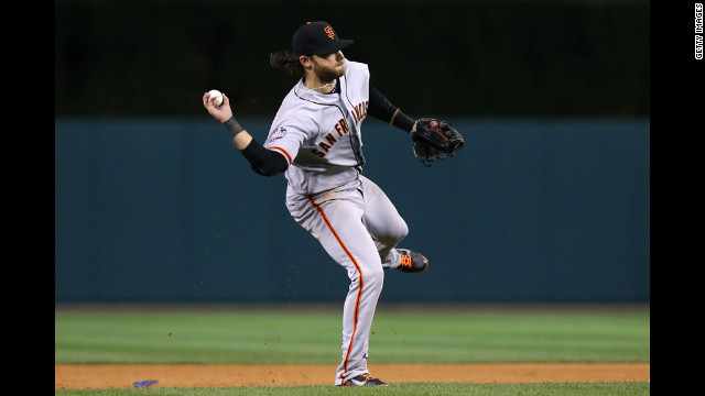 Brandon Crawford of the Giants fields the ball against the Tigers.