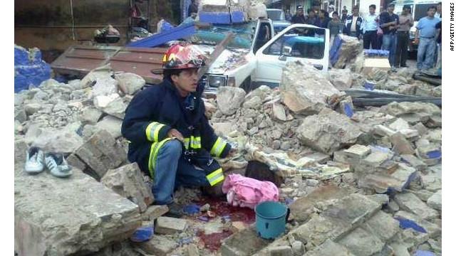 Decenas de muertos deja sismo en Guatemala