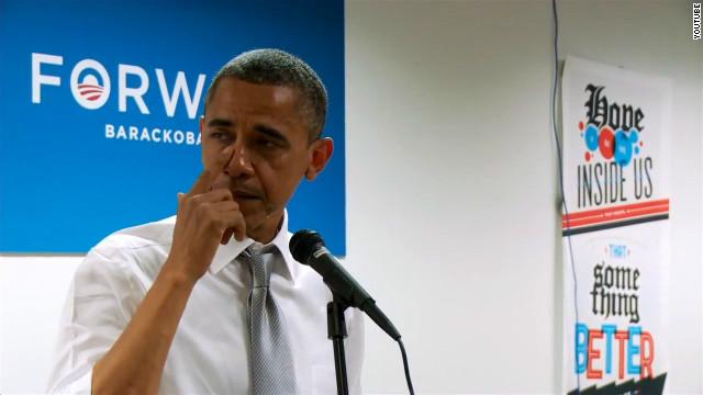 Obama deja fluir sus emociones al hablar con su personal de campaña