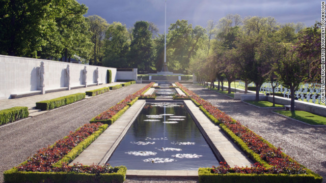 Cambridge American Cemetery honors nearly 9,000 individuals. It is one of two cemeteries honoring U.S. war dead in the United Kingdom.