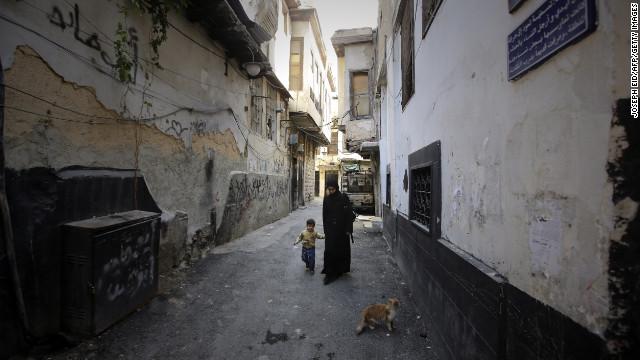 Miles de sirios huyen a Turquía en 24 horas escapando de la violencia