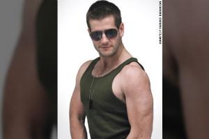 """Marcus Dickinson """"toma el cuerpo"""" de Roc Wieler"""