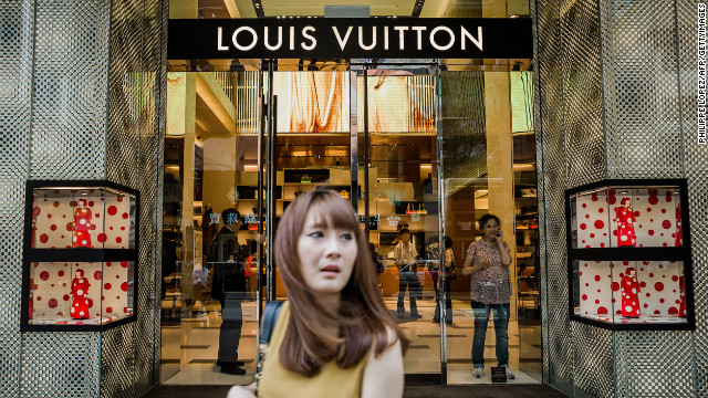 Chinese consumers overtook Americans in December 2012 as the biggest buyers of luxury goods in the world -- accounting for 25% of global sales through purchases at home and overseas.