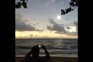 solar eclipse ireport camera beach