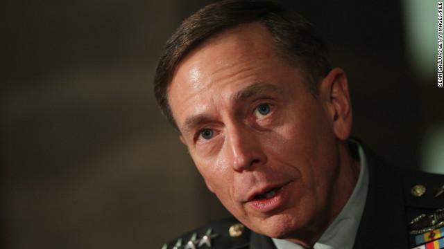 Petraeus testificará sobre Bengasi ante la Cámara de Representantes el viernes
