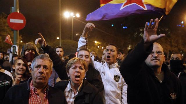 """España vive entre protestas y """"dramas"""" ante los desalojos por impagos"""
