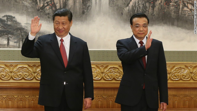 Chinese Vice President Xi Jinping and Chinese Vice Premier Li Keqiang, two of the members of the new seven-seat Politburo Standing Committee, greet the media at the Great Hall of the People on November 15.