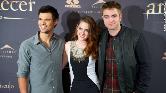 PETA swipes at 'Twilight' for partying with wolves
