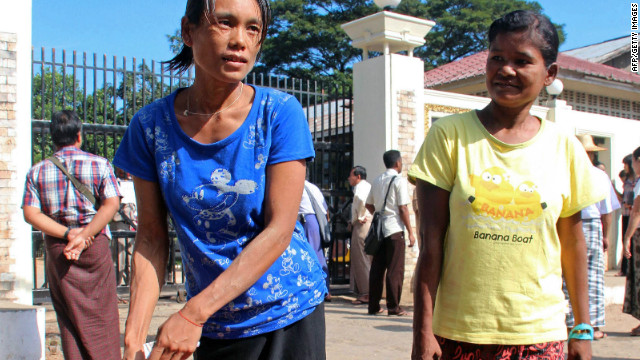 Myanmar prisoners carry their belongings after they were released from the Insein prison in Yangon on November 15, 2012.